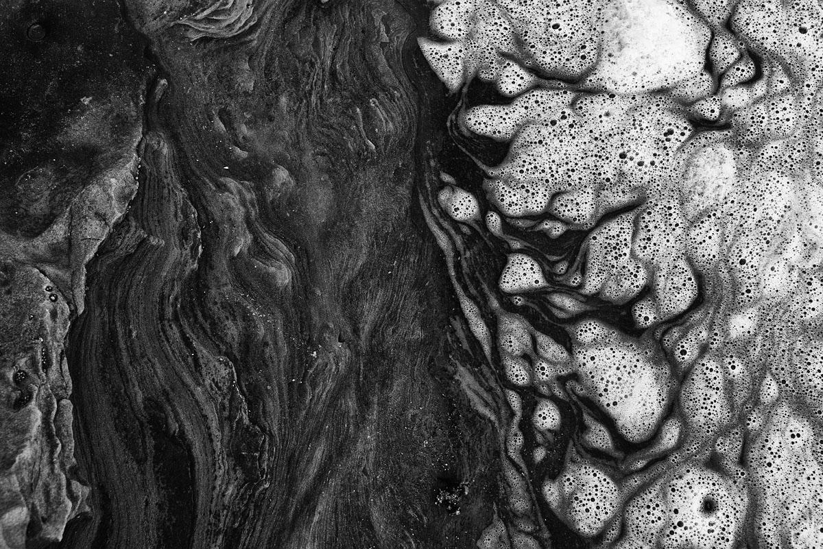 foam on rocks 9571.jpg