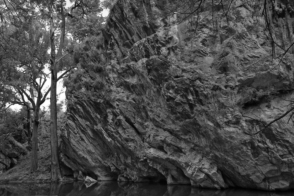 rock wall in river 0610.jpg