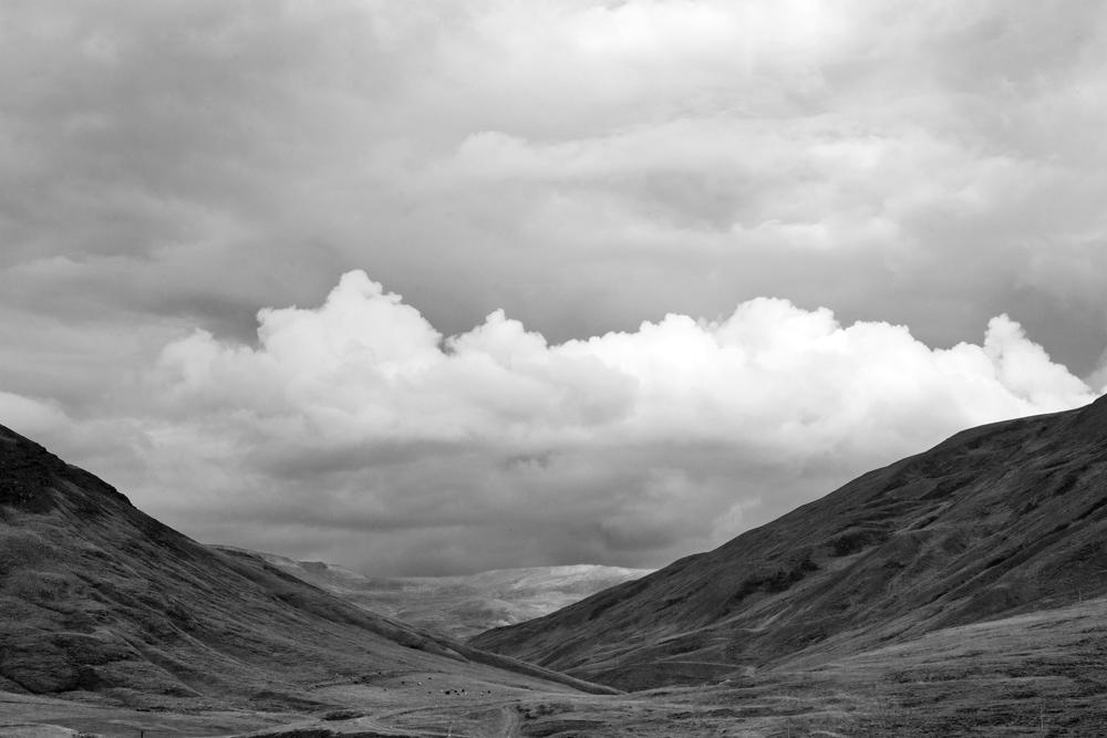 iceland cloud through valley 2777.jpg