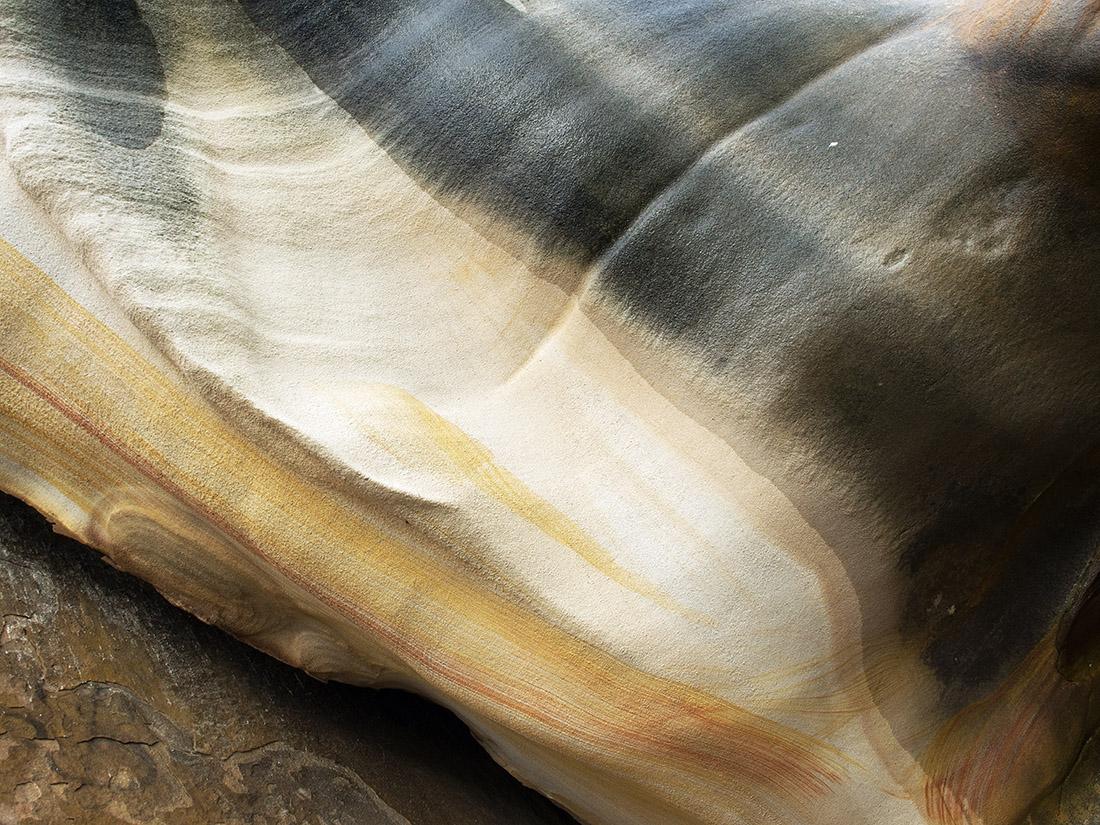 curved rock bronte rocks 3160683.jpg