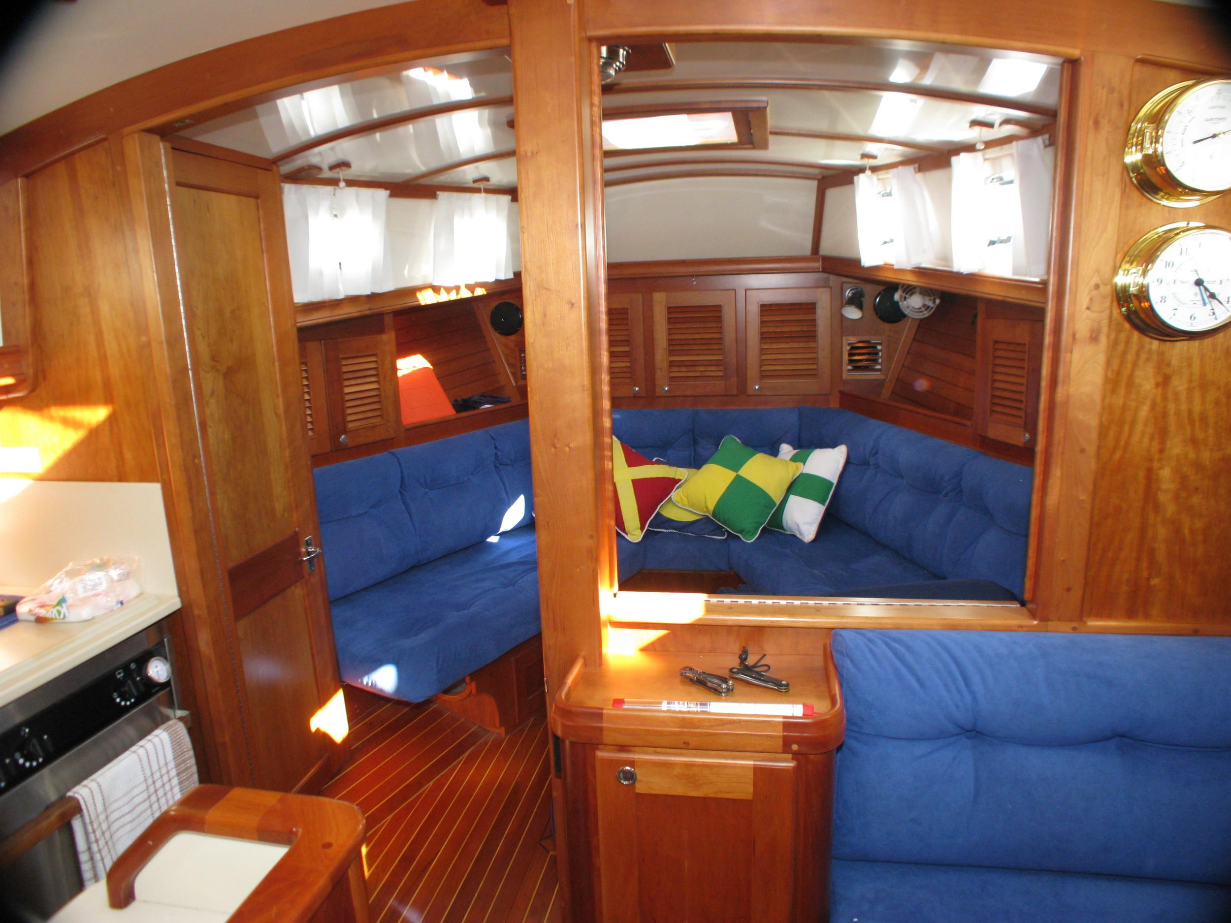 Forward Cabin - salon mode