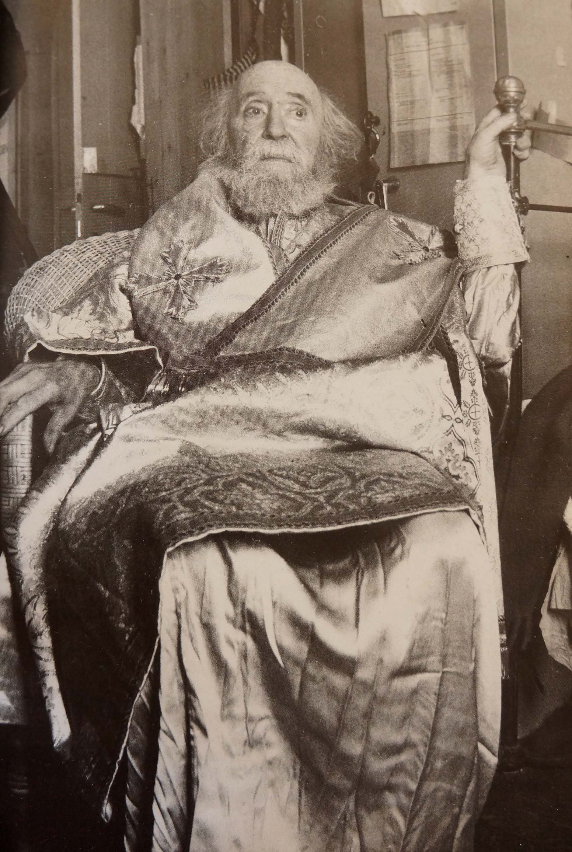 tsarouchis in byzantine attire, 1989 just one day before his death at 79.  photo: yiorgos tourkovasilis