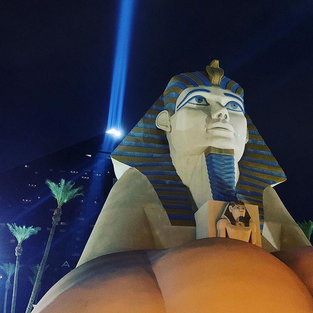 Walk like an Egyptian. #tradeshowlife #luxorlasvegas