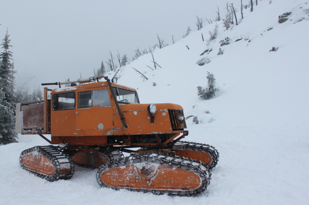 Shuttles for riders were either on T bars mounted to the back of a groomer, or in the box of this sweet Tucker Cat.