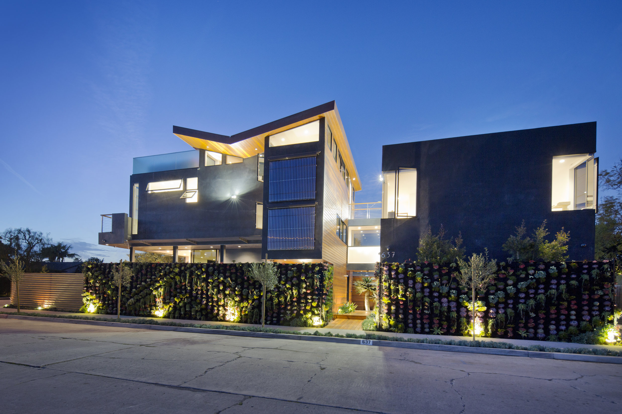 S.E.A.-Studio-Environmental-Architecture-David-Hertz-FAIA-Butterfly-House-Venice-Beach-California-sustainable-regenerative-restorative-green-design-renewable-energy-evacuated-tube-solar-collector-residential-green-wall-stormwater-natural-ventilation-1.jpg