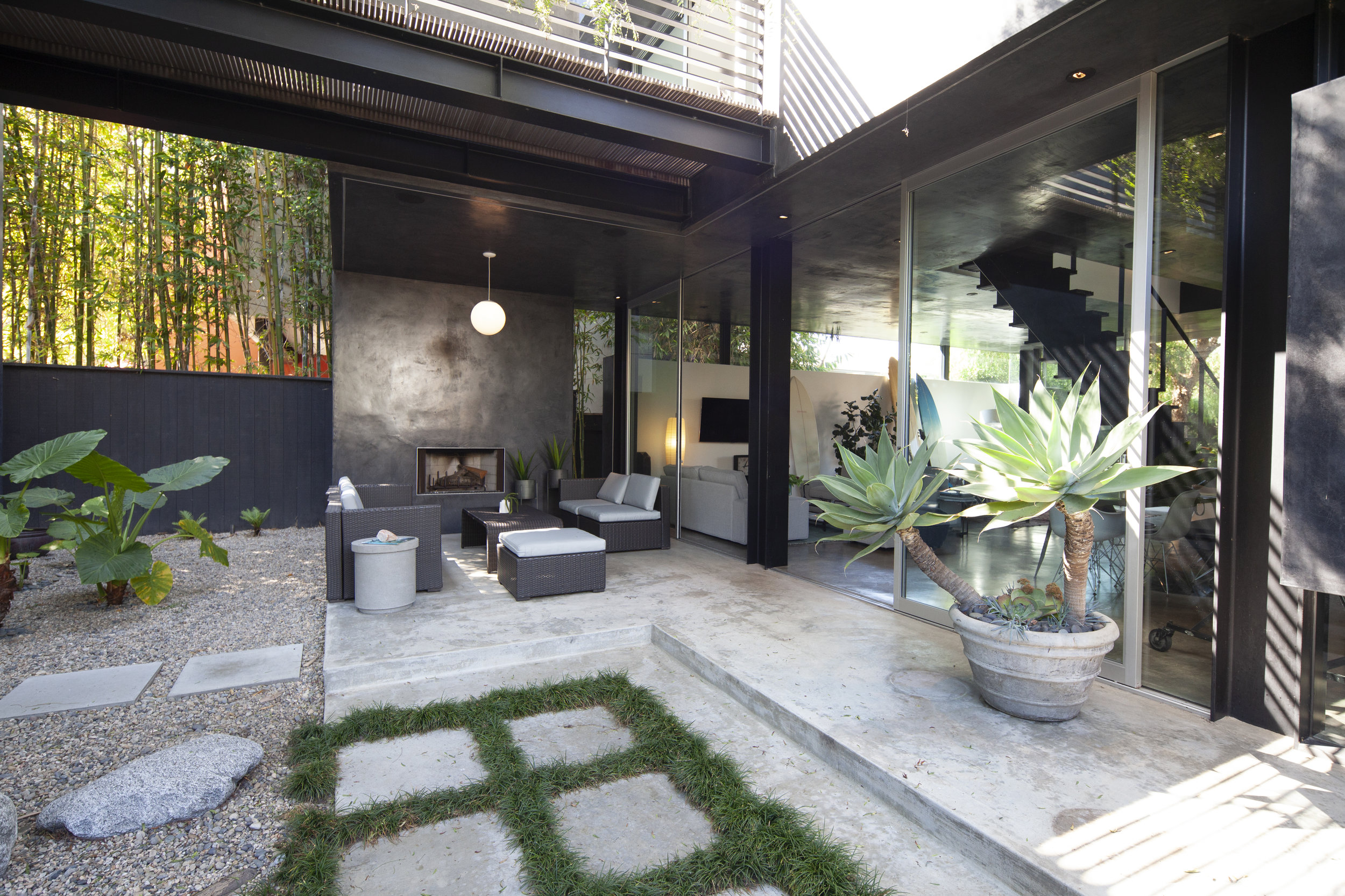 S.E.A.-Studio-Environmental-Architecture-David-Hertz-FAIA-Floating-House-Venice-Beach-sustainable-regenerative-restorative-design-residential-contemporary-modern-courtyard-patio-green-building-balcony-view-garden-westside-living-studioea-1.jpg