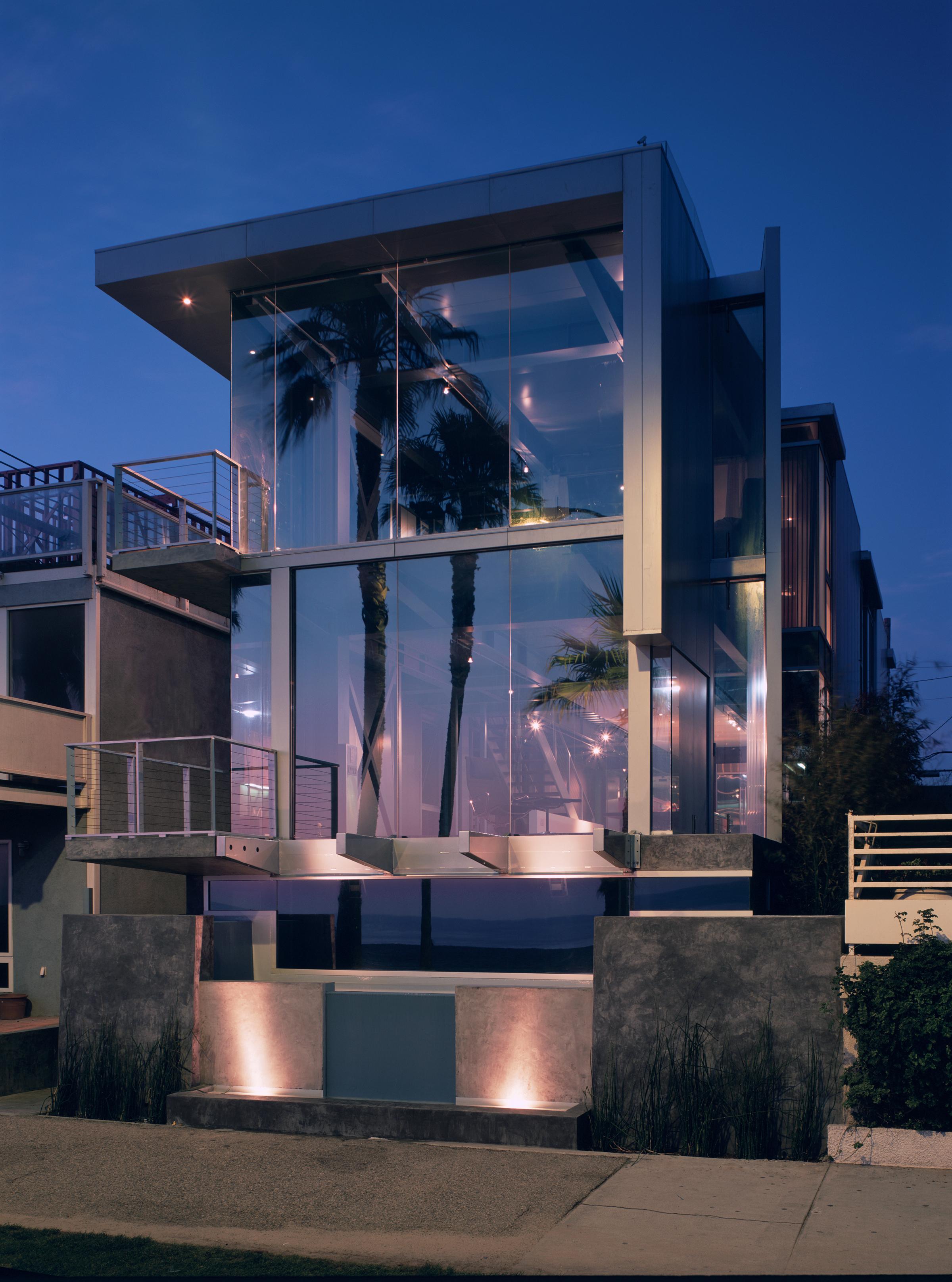 S.E.A.-Studio-Environmental-Architecture-David-Hertz-FAIA-Panel-House-Venice-Beach-California-sustainable-regenerative-restorative-green-design-prefabricated-aluminum-refrigeration-open-concept-ocean-view-residential-glass-steel-sunset-exterior-1.jpg