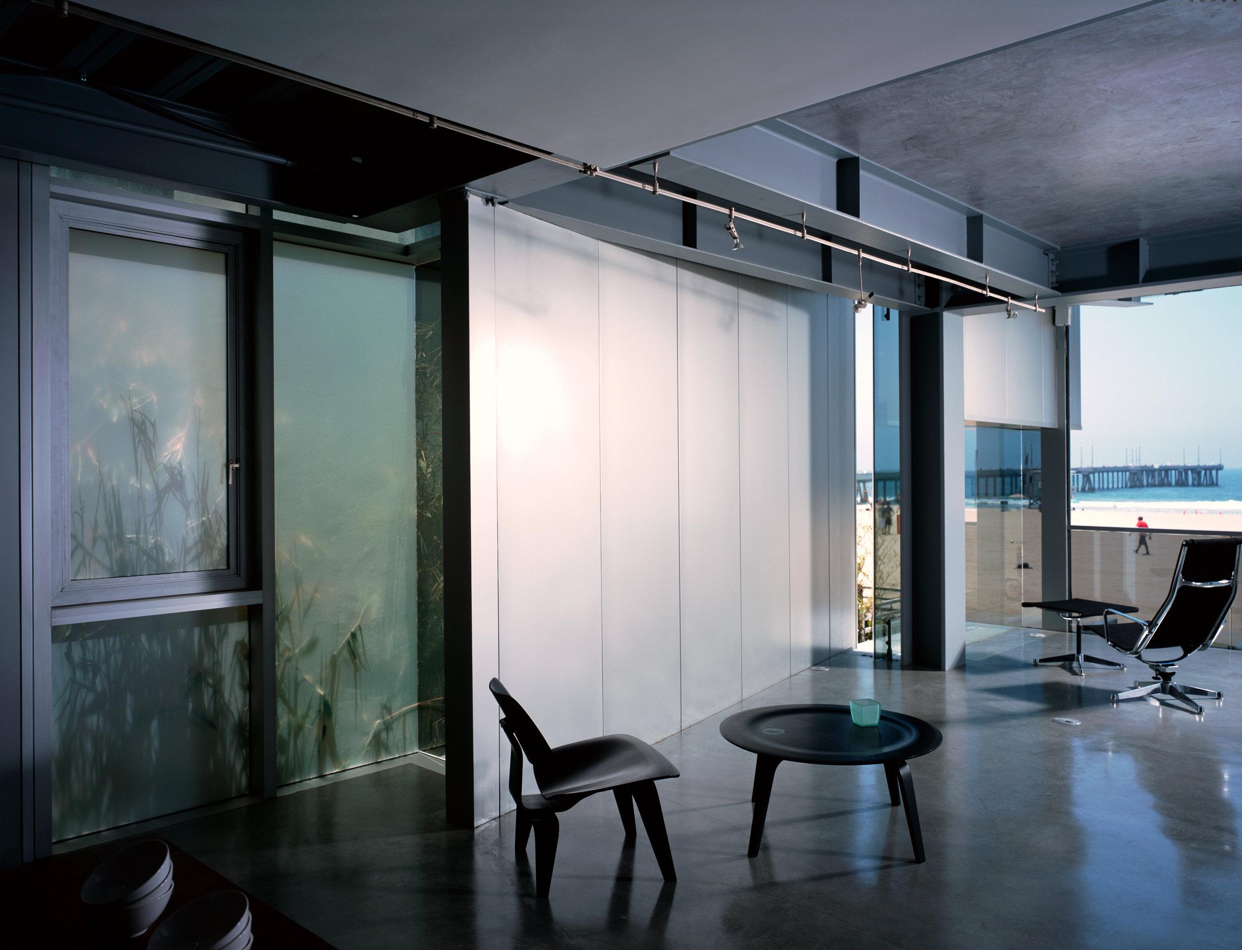 S.E.A.-Studio-Environmental-Architecture-David-Hertz-FAIA-Panel-House-Venice-Beach-California-sustainable-regenerative-restorative-green-design-prefabricated-aluminum-refrigeration-open-concept-ocean-view-residential-glass-steel-sunset-interior-3.jpg