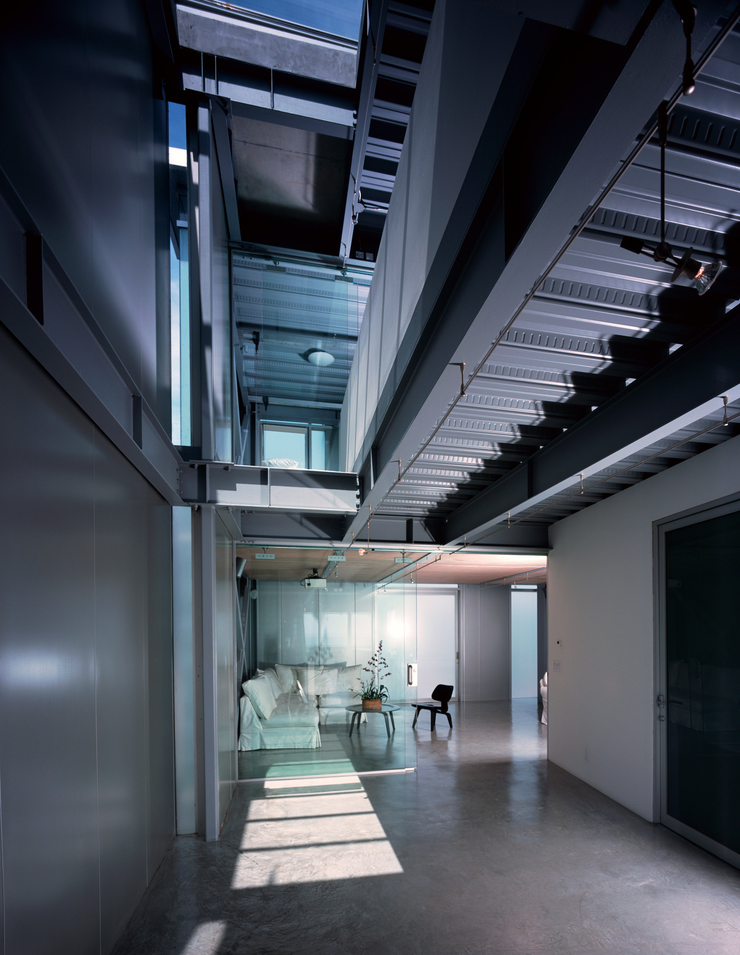 S.E.A.-Studio-Environmental-Architecture-David-Hertz-FAIA-Panel-House-Venice-Beach-California-sustainable-regenerative-restorative-green-design-prefabricated-aluminum-refrigeration-open-concept-ocean-view-residential-glass-steel-sunset-interior-5.jpg