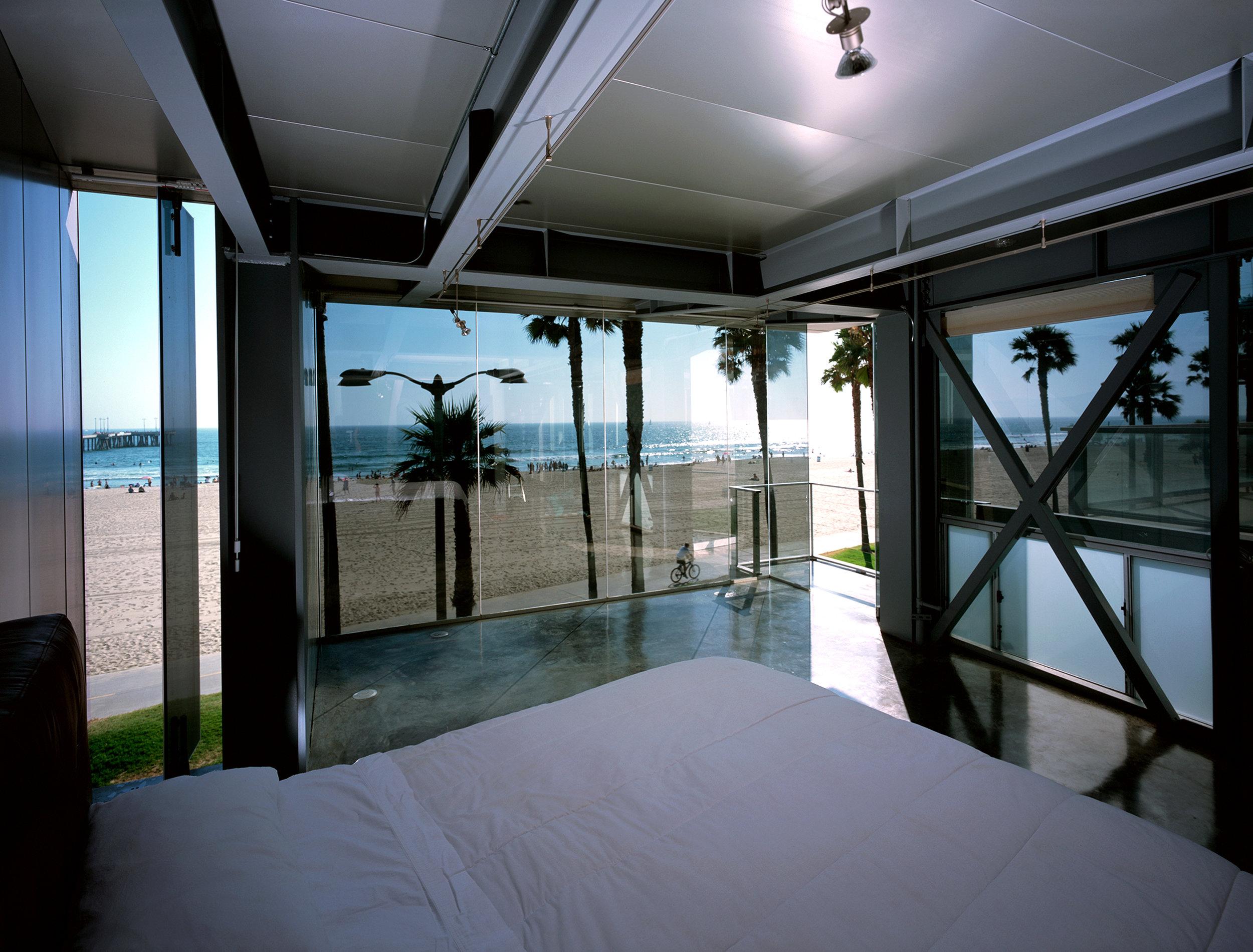 S.E.A.-Studio-Environmental-Architecture-David-Hertz-FAIA-Panel-House-Venice-Beach-California-sustainable-regenerative-restorative-green-design-prefabricated-aluminum-refrigeration-open-concept-ocean-view-residential-glass-steel-sunset-interior-7.jpg