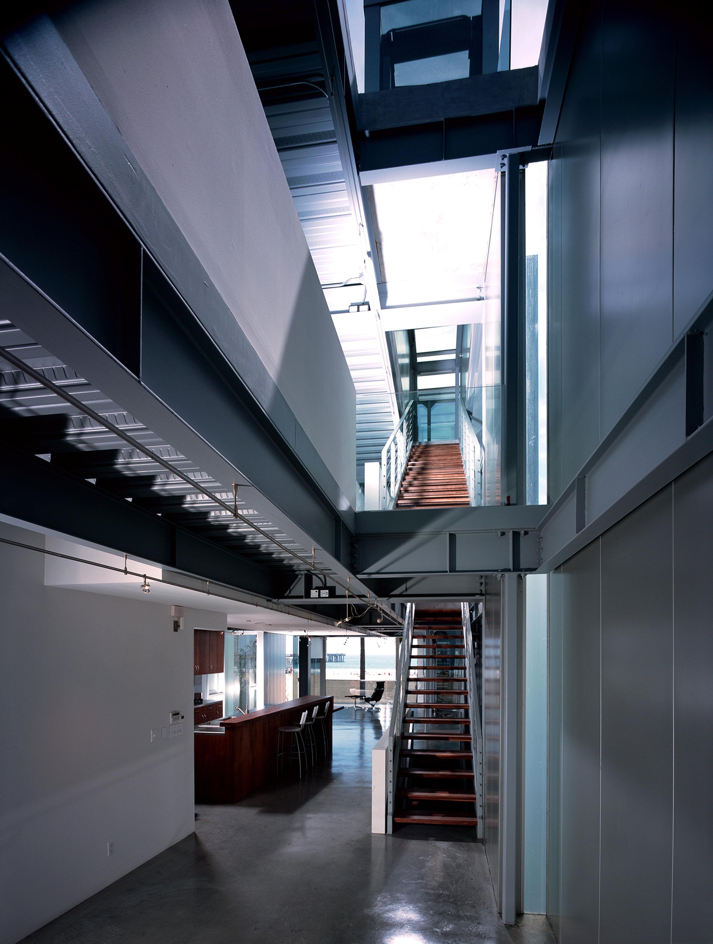 S.E.A.-Studio-Environmental-Architecture-David-Hertz-FAIA-Panel-House-Venice-Beach-California-sustainable-regenerative-restorative-green-design-prefabricated-aluminum-refrigeration-open-concept-ocean-view-residential-glass-steel-sunset-interior-6.jpg