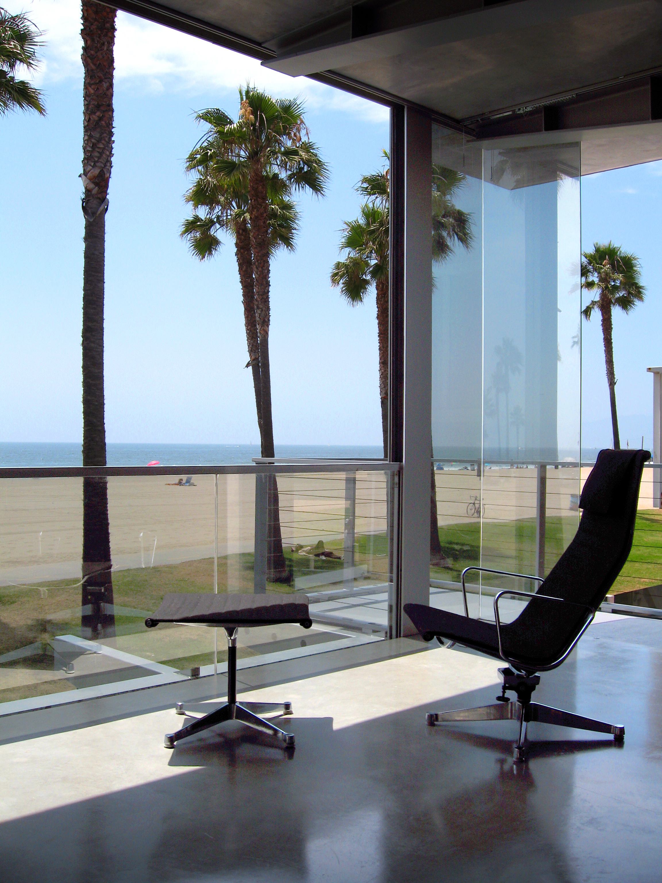 S.E.A.-Studio-Environmental-Architecture-David-Hertz-FAIA-Panel-House-Venice-Beach-California-sustainable-regenerative-restorative-green-design-prefabricated-aluminum-refrigeration-open-concept-ocean-view-residential-glass-steel-sunset-interior-11.jpg