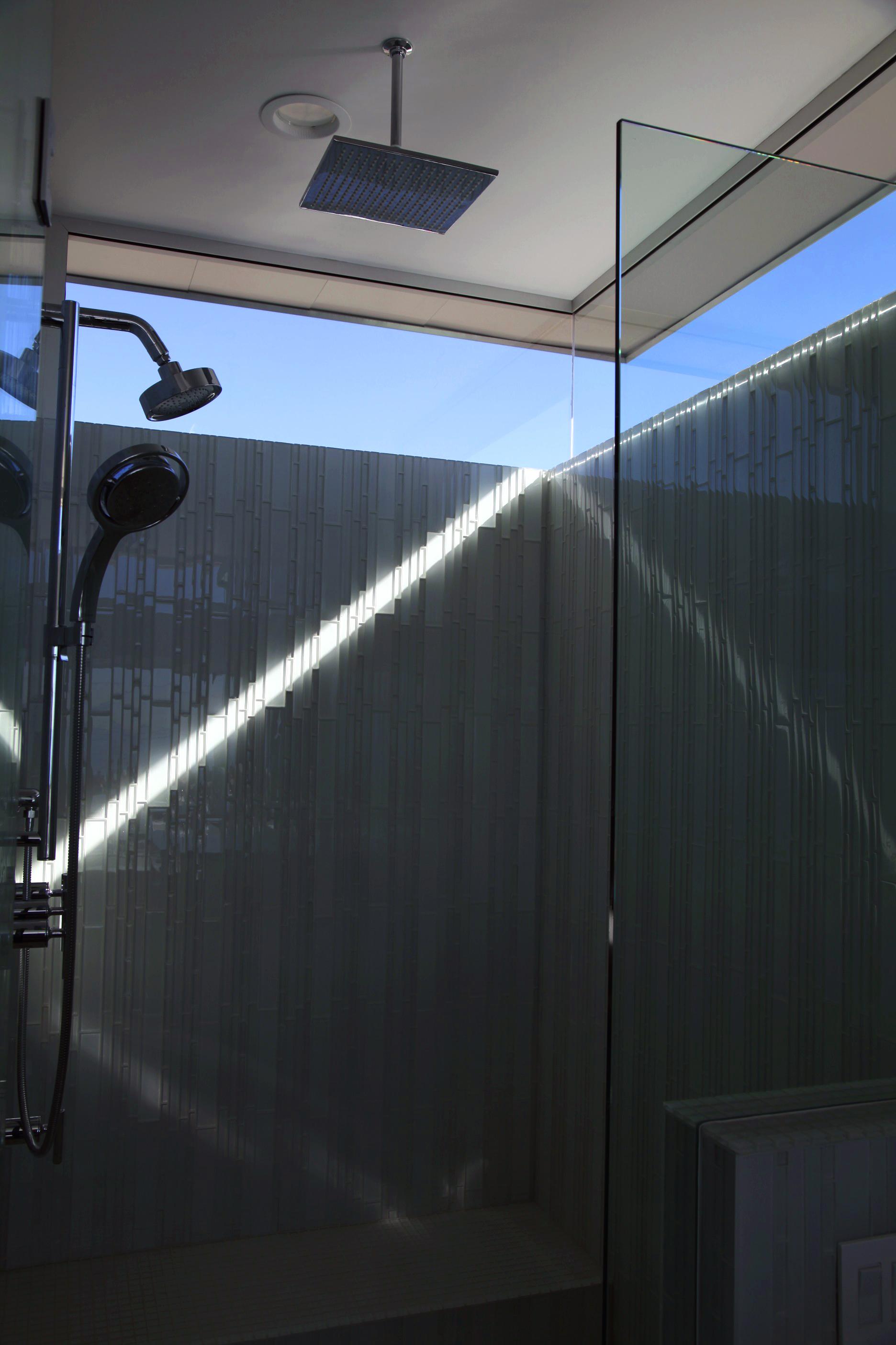 S.E.A.-Studio-Environmental-Architecture-David-Hertz-FAIA-Panel-House-Venice-Beach-California-sustainable-regenerative-restorative-green-design-prefabricated-aluminum-refrigeration-open-concept-ocean-view-residential-glass-steel-sunset-shower-12.jpg