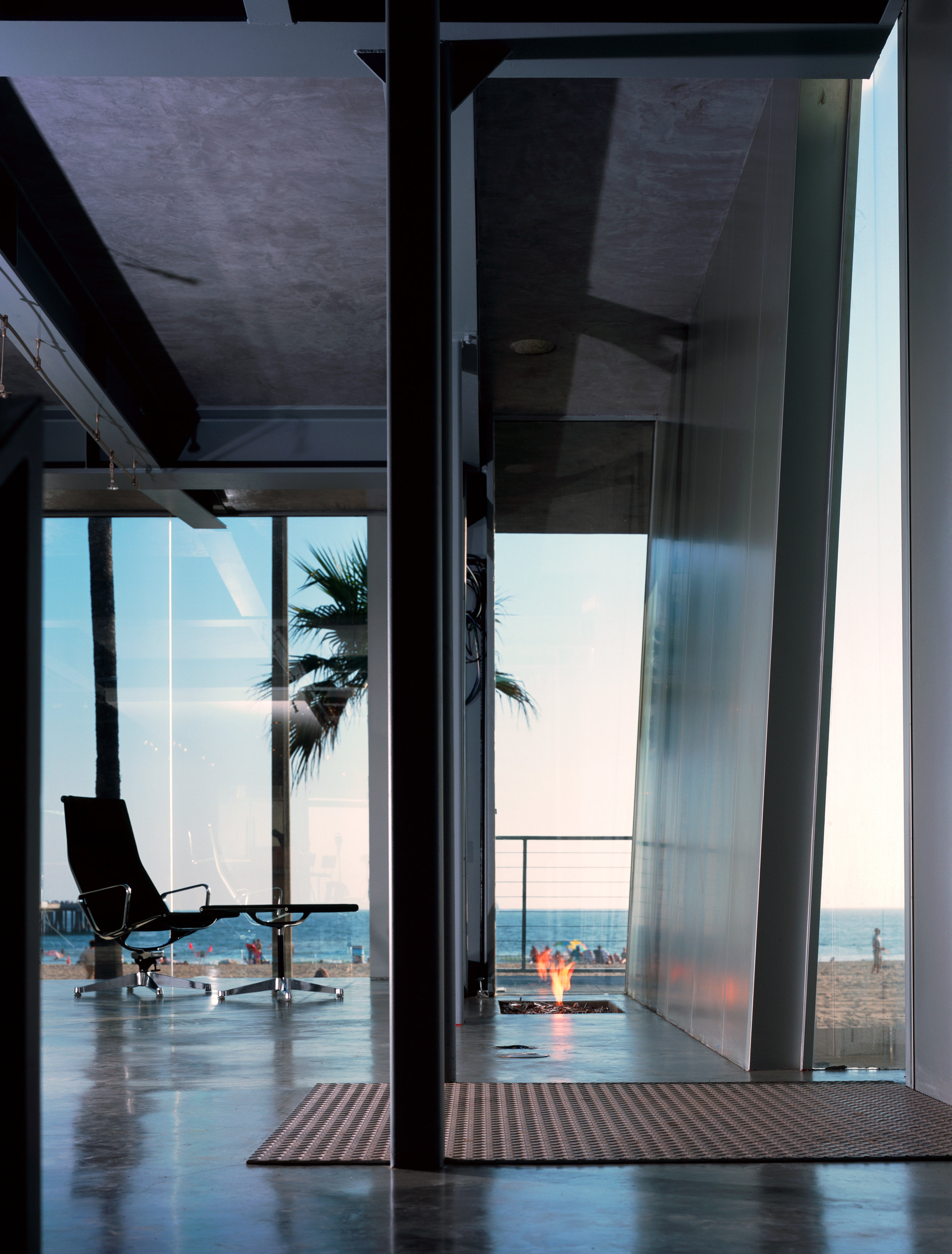S.E.A.-Studio-Environmental-Architecture-David-Hertz-FAIA-Panel-House-Venice-Beach-California-sustainable-regenerative-restorative-green-design-prefabricated-aluminum-refrigeration-open-concept-ocean-view-residential-glass-steel-sunset-interior-8.jpg