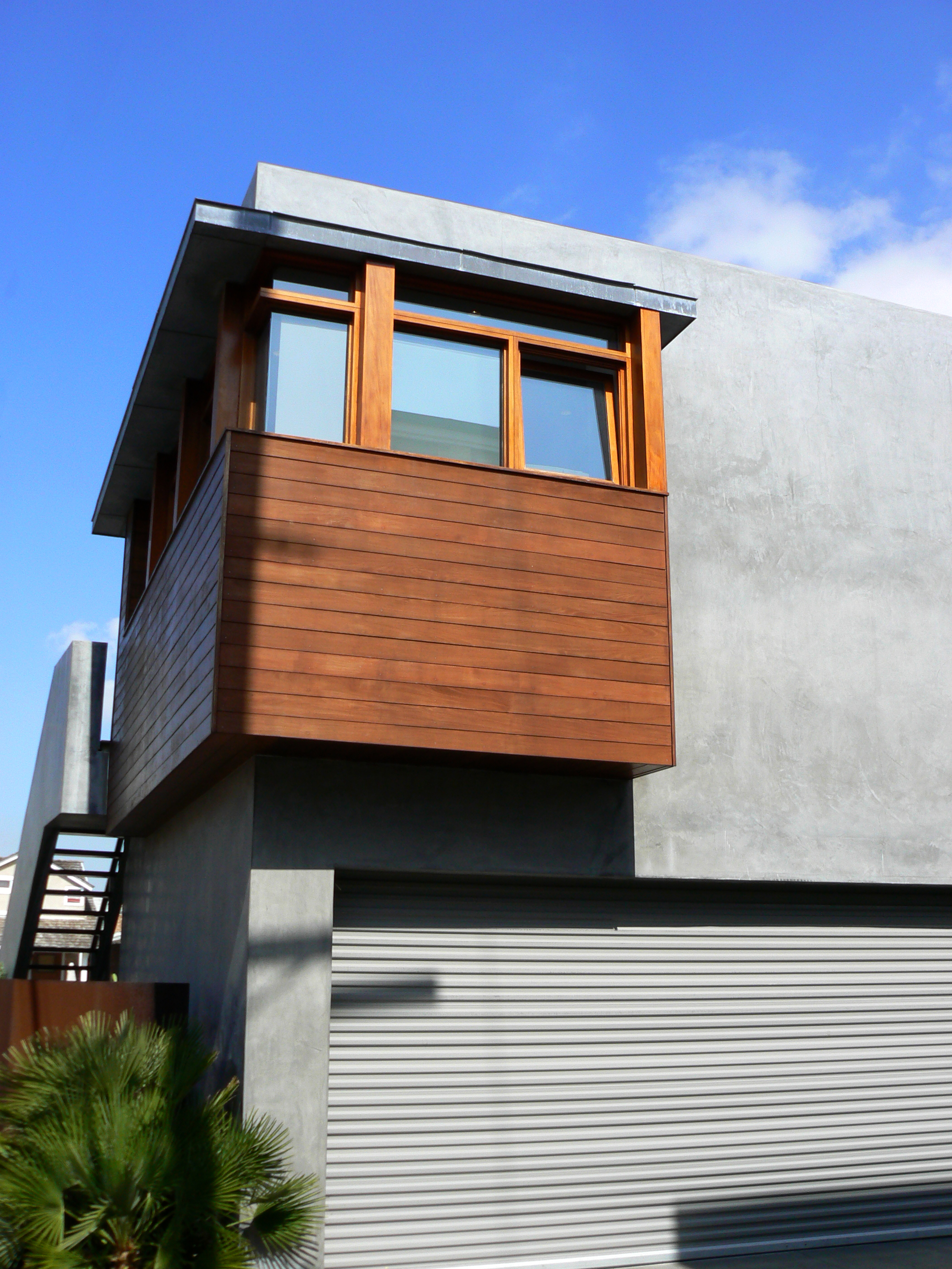 S.E.A.-Studio-Environmental-Architecture-David-Hertz-FAIA-Strand-House-Hermosa-Beach-sustainable-regenerative-restorative-design-residential-contemporary-modern-passive-systems-recycled-wood-concrete-green-building-South-Bay-ocean-view-studioea-19.jpg