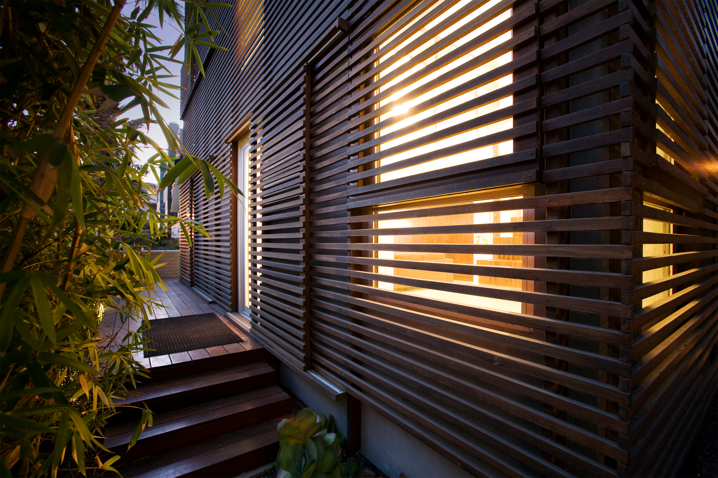 S.E.A.-Studio-Environmental-Architecture-David-Hertz-FAIA-Marina-Del-Rey-sustainable-regenerative-restorative-design-modern-residential-adaptive-reuse-remodel-passive-systems-natural-ventilation-thermostatic-skylight-Ipe-wood-slats-sliding-screen-15.png