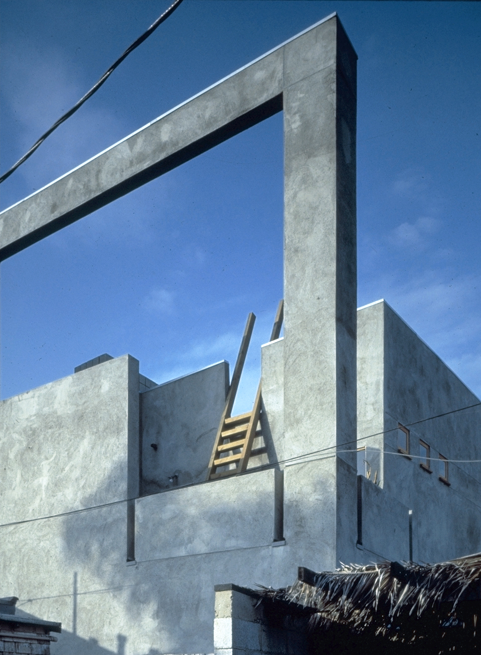 S.E.A.-Studio-Environmental-Architecture-David-Hertz-FAIA-Venable-House-Venice-Beach-sustainable-regenerative-restorative-design-residential-contemporary-modern-passive-systems-recycled-wood-concrete-green-building-canal-beachhouse-studioea-3.jpg