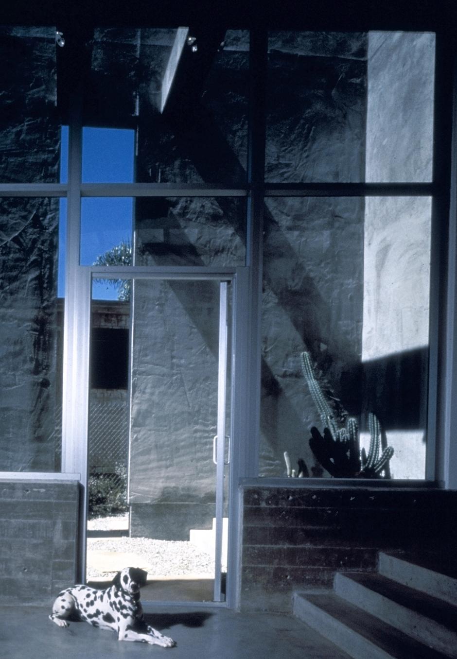 S.E.A.-Studio-Environmental-Architecture-David-Hertz-FAIA-Venable-House-Venice-Beach-sustainable-regenerative-restorative-design-residential-contemporary-modern-passive-systems-recycled-wood-concrete-green-building-canal-beachhouse-studioea-12.jpg