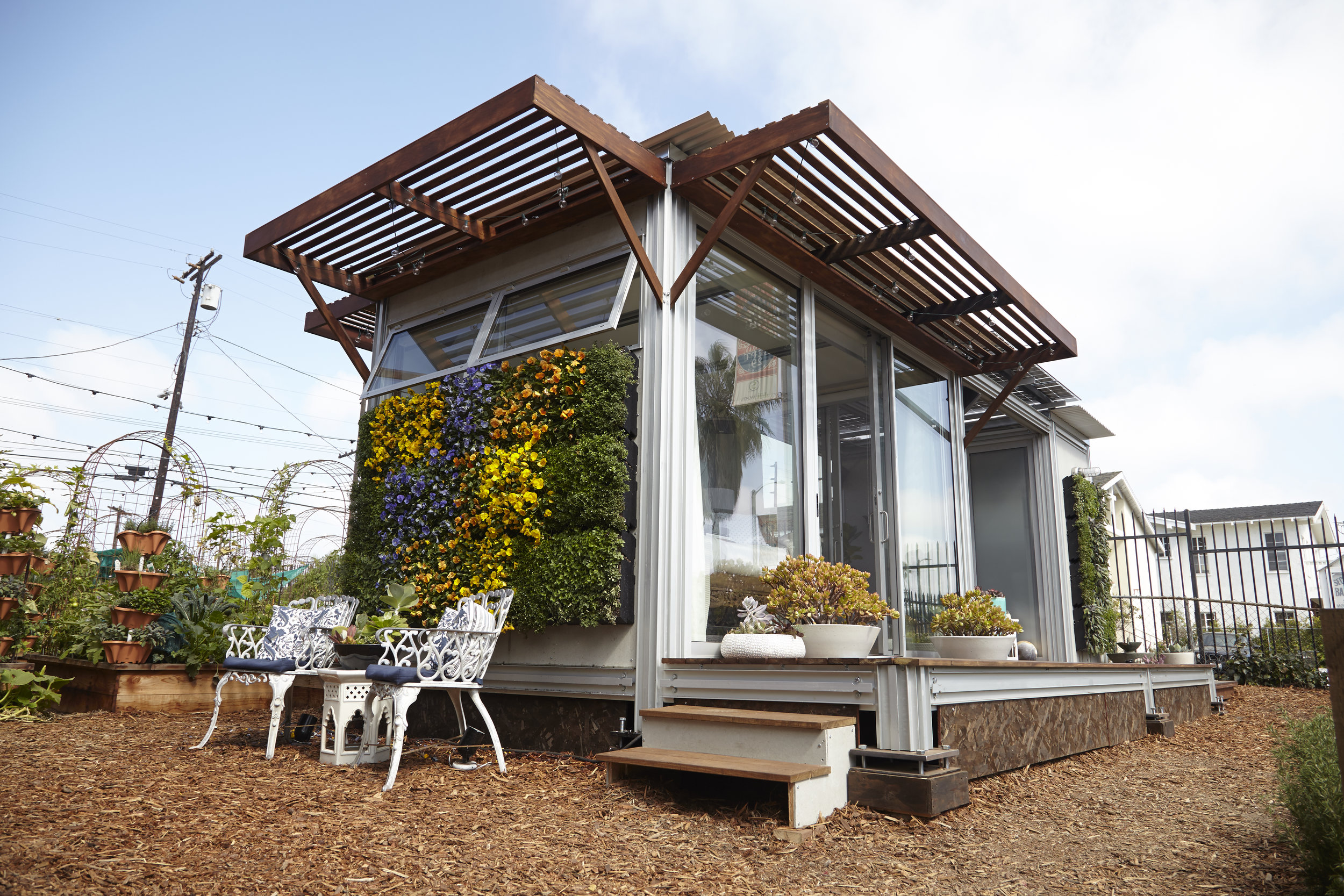 S.E.A.-Studio-Environmental-Architecture-David-Hertz-FAIA-Airbnb-Ecopod-Venice-Beach-California-sustainable-regenerative-restorative-green-design-passive-systems-natural-ventilation-radiant-solar-panels-greenwall-installation-Abbot-Kinney-modern-5.jpg
