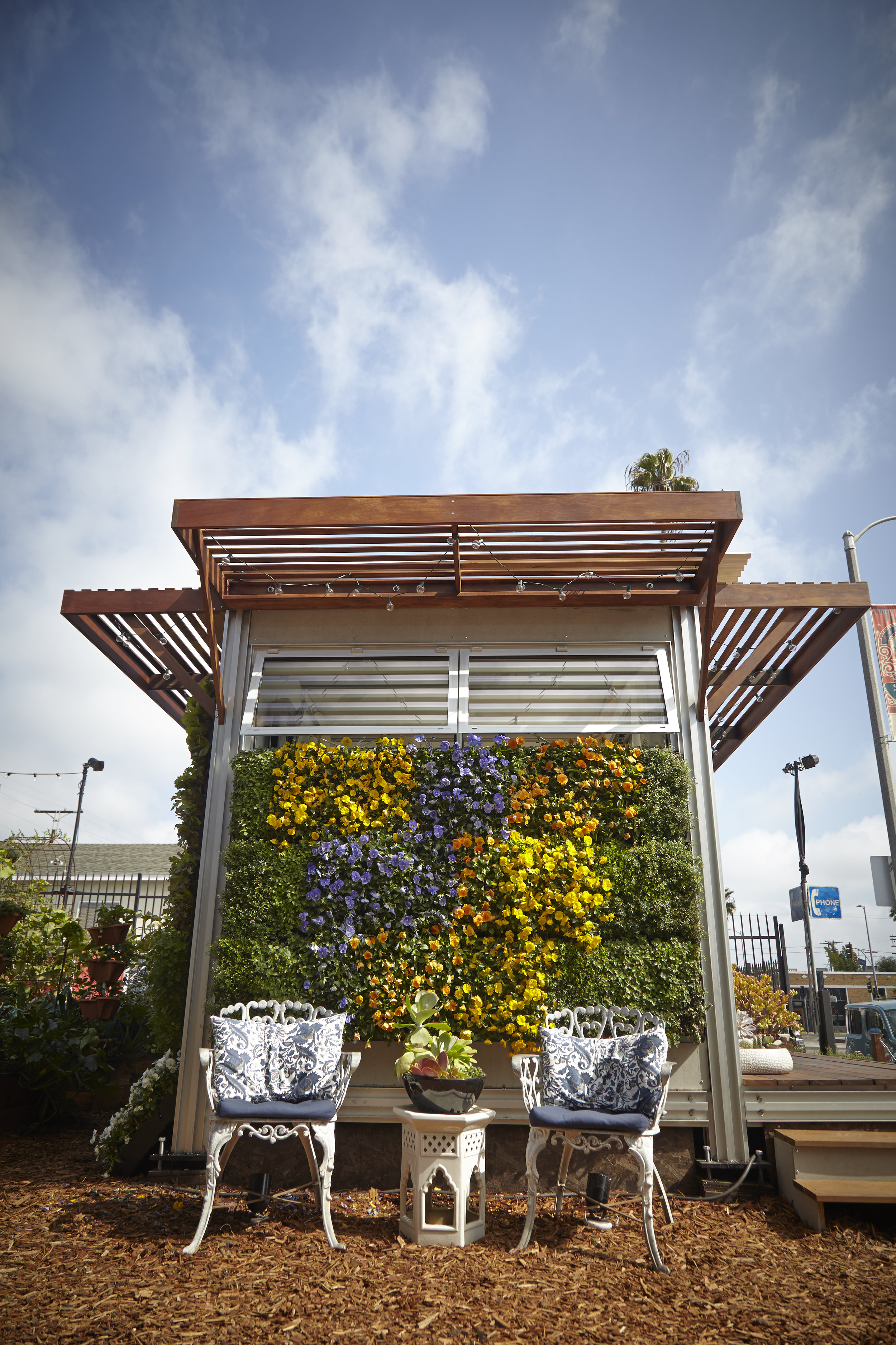 S.E.A.-Studio-Environmental-Architecture-David-Hertz-FAIA-Airbnb-Ecopod-Venice-Beach-California-sustainable-regenerative-restorative-green-design-passive-systems-natural-ventilation-radiant-solar-panels-greenwall-installation-Abbot-Kinney-modern-6.jpg