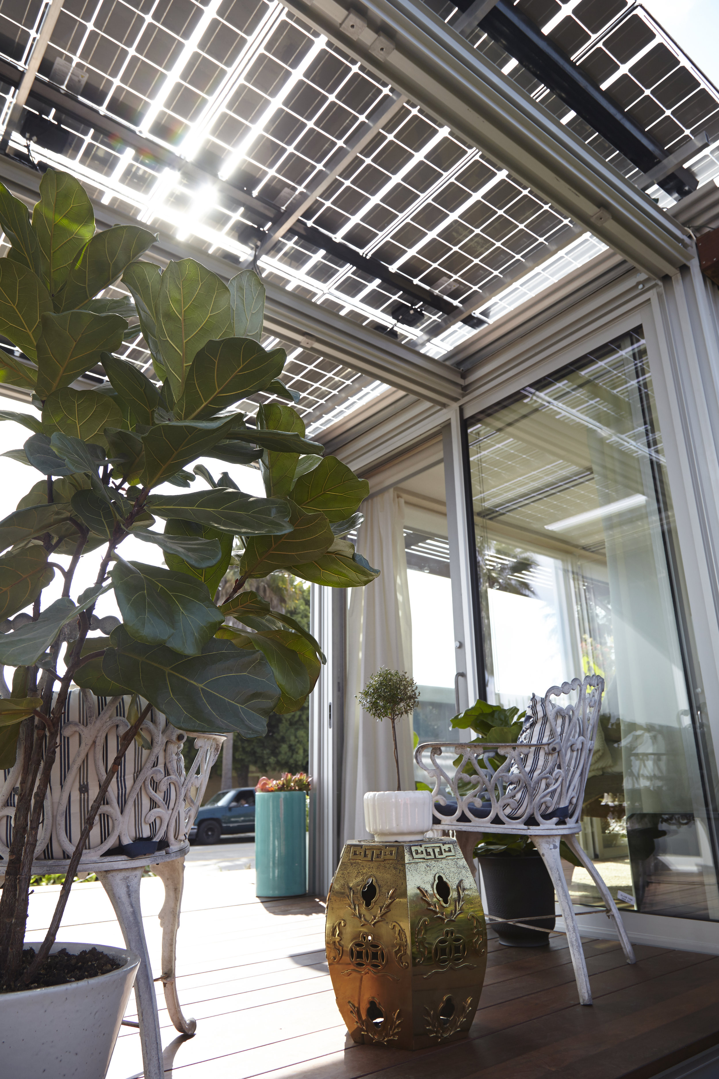 S.E.A.-Studio-Environmental-Architecture-David-Hertz-FAIA-Airbnb-Ecopod-Venice-Beach-California-sustainable-regenerative-restorative-green-design-passive-systems-natural-ventilation-radiant-solar-panels-greenwall-installation-Abbot-Kinney-modern-7.jpg