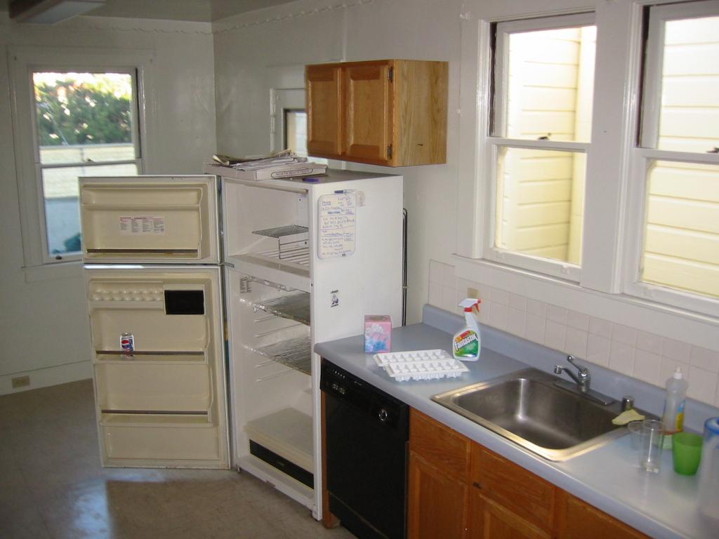Lee BEFORE kitchen.JPG