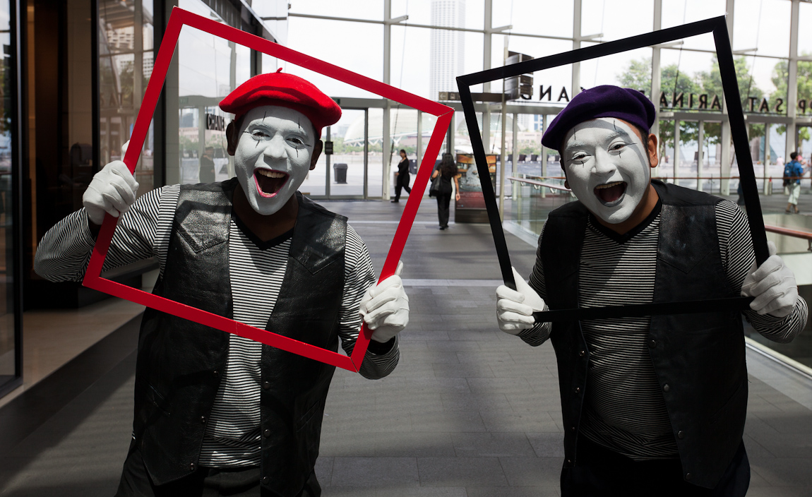 It is a busy weekend at the Marina Bay Sands, with ArtStage Singapore and the opening of the new BayFront MRT station. I was delighted to find these two mimes who quickly posed for me as I walked back from a morning outing.