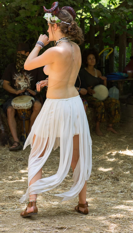 Horned Dancer-7120078.jpg