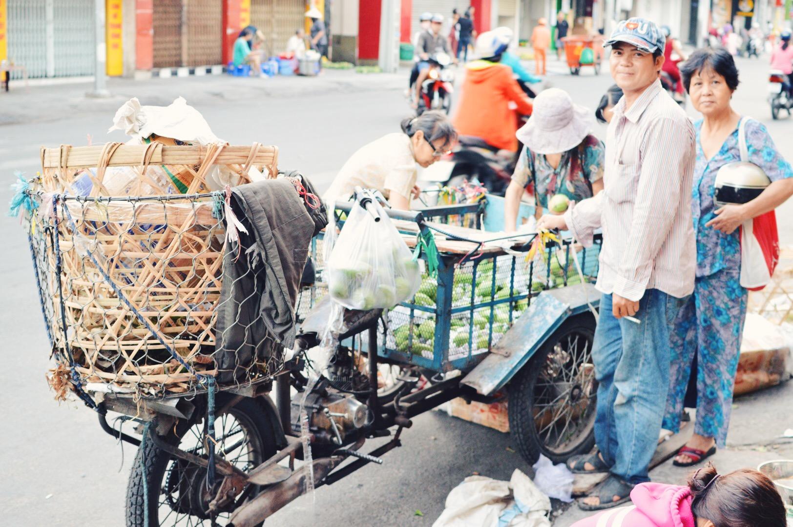 Saigon - Street Vendors.JPG