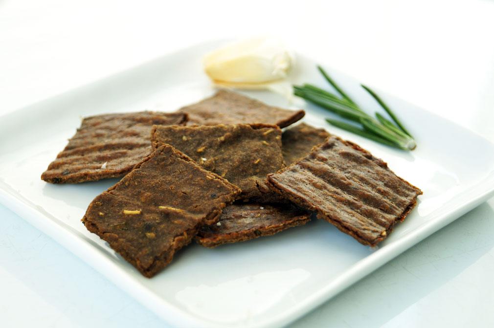 The Perfect Paleo Crackers: garlic rosemary plantain flour crackers (nut-free, autoimmune paleo) ::: TheCuriousCoconut.com