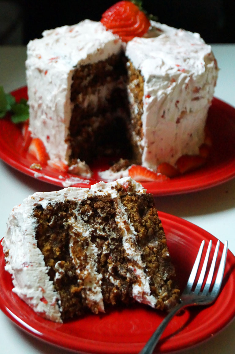 """#AIP and #Paleo Southern Style Strawberry """"Jello"""" Cake // TheCuriousCoconut.com"""