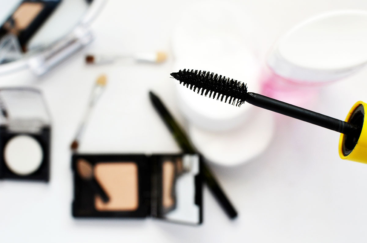 makeup-breast-cancer.jpg