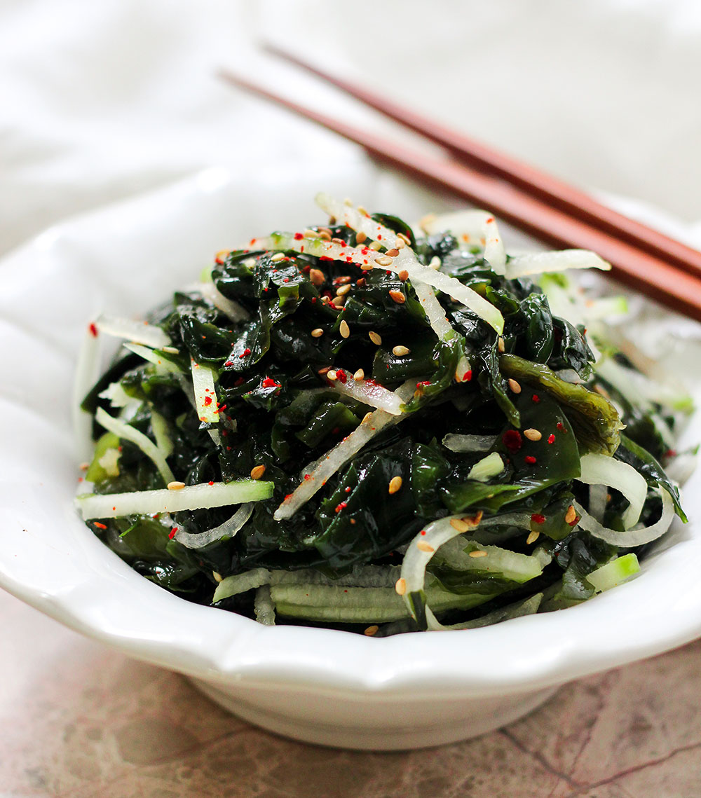 Paleo Miyeok Muchim (Korean Seaweed-Salad)