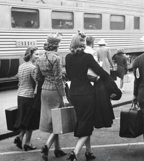 Three-Ladies-Suitcases-Train-Platform.png