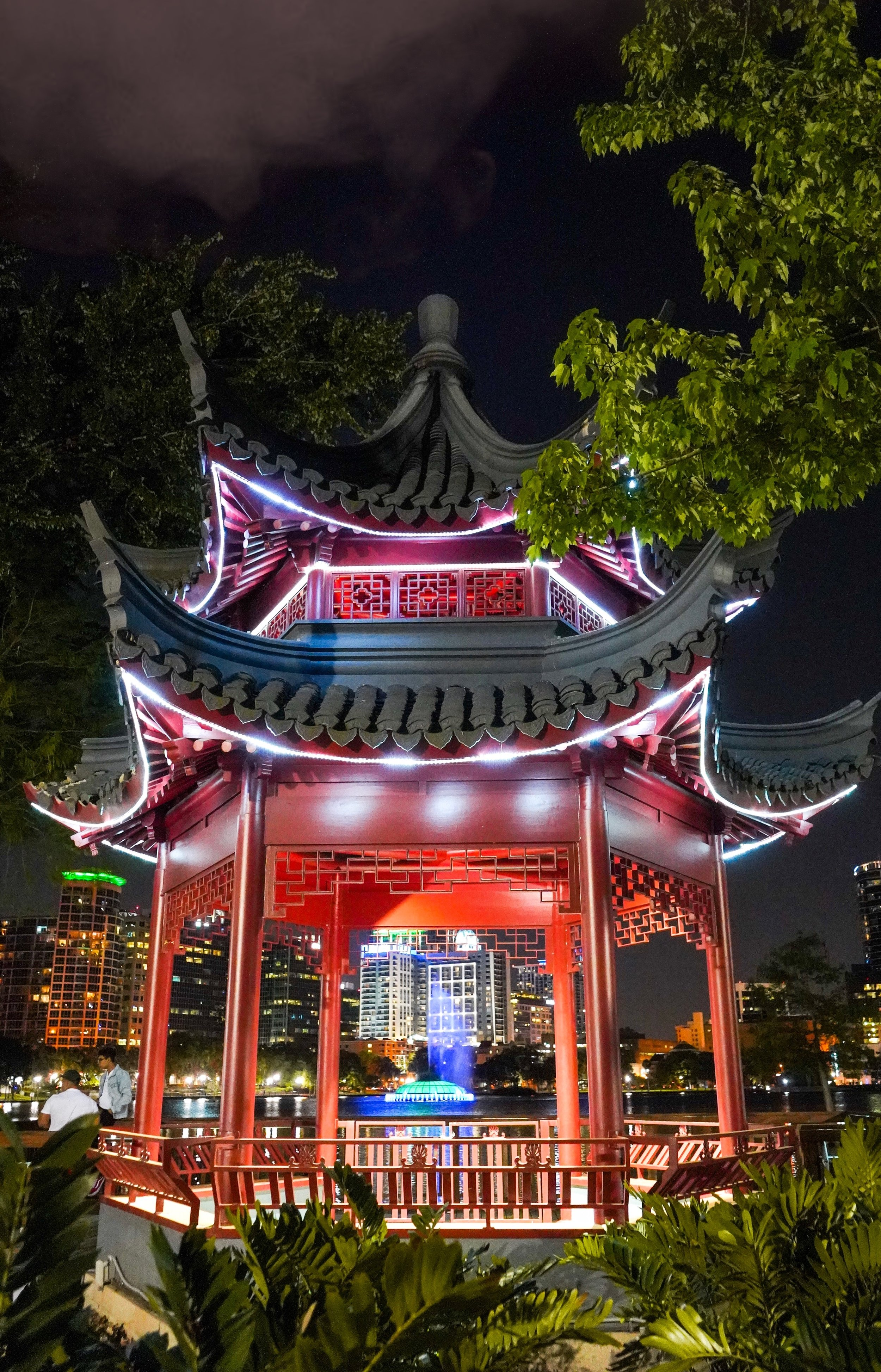 Chinese_Pagoda_Lake-Eola_Orlando-Chris_Kernstock.jpeg