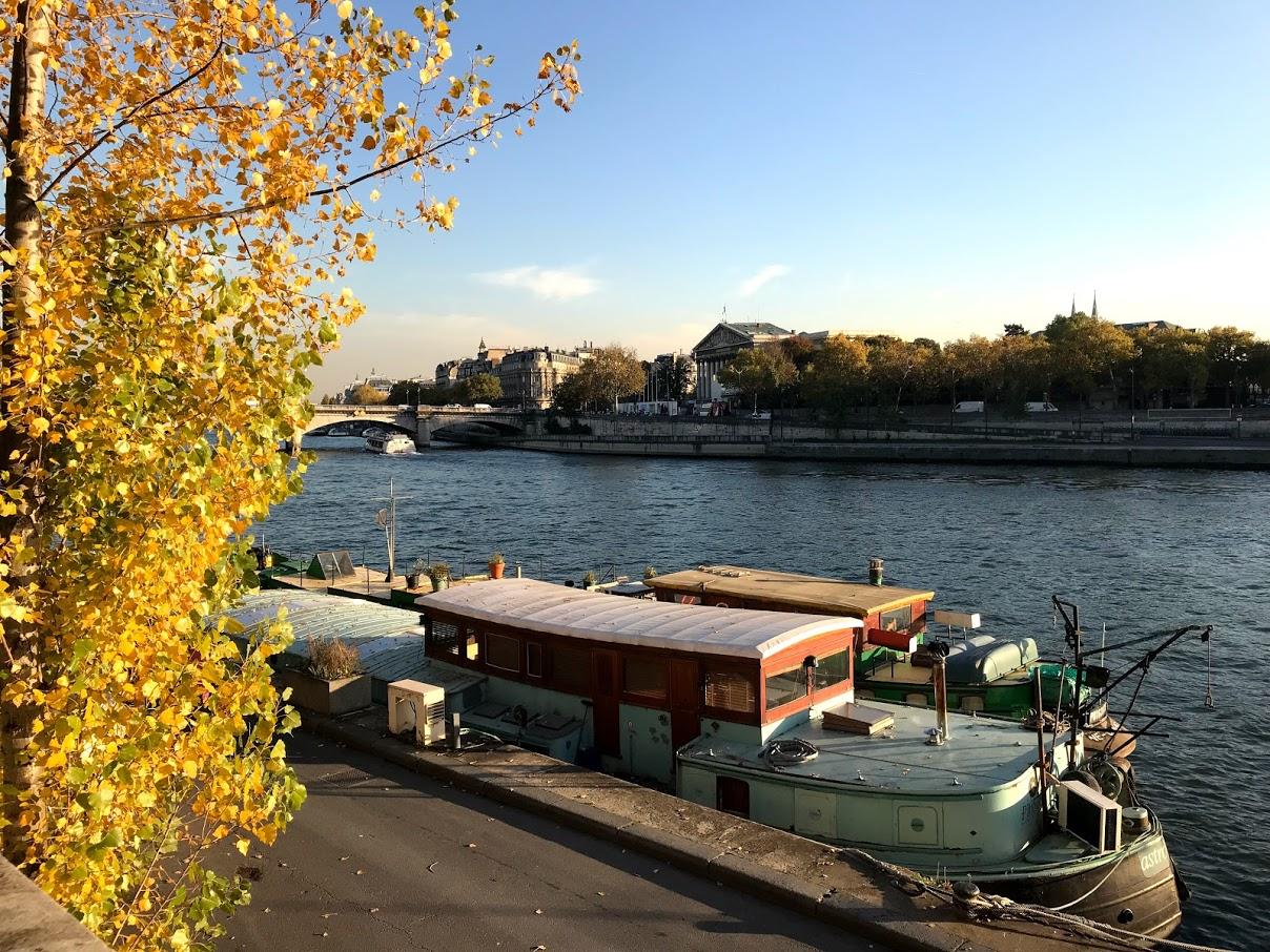 Parisian_Houseboat.jpg