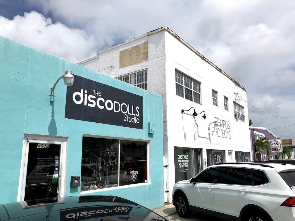 Disco dolls studio