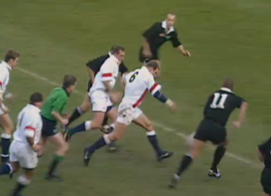 Dallaglio hacks on and scores in 1997 against New Zealand at Twickenham. The game finished 26-26
