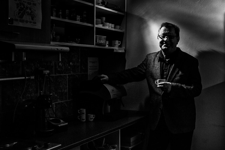 6. ledna 2014, Ústav organické chemie a biochemie Akademie věd ČR  Nikon D3100, Nikon 28 mm f/1,8 AF-S G, f/7.1, 1/200 sec., ISO 100, korekce - 5.0 EV, Nikon SB-900, PocketWizard MiniTT1 & FlexTT5