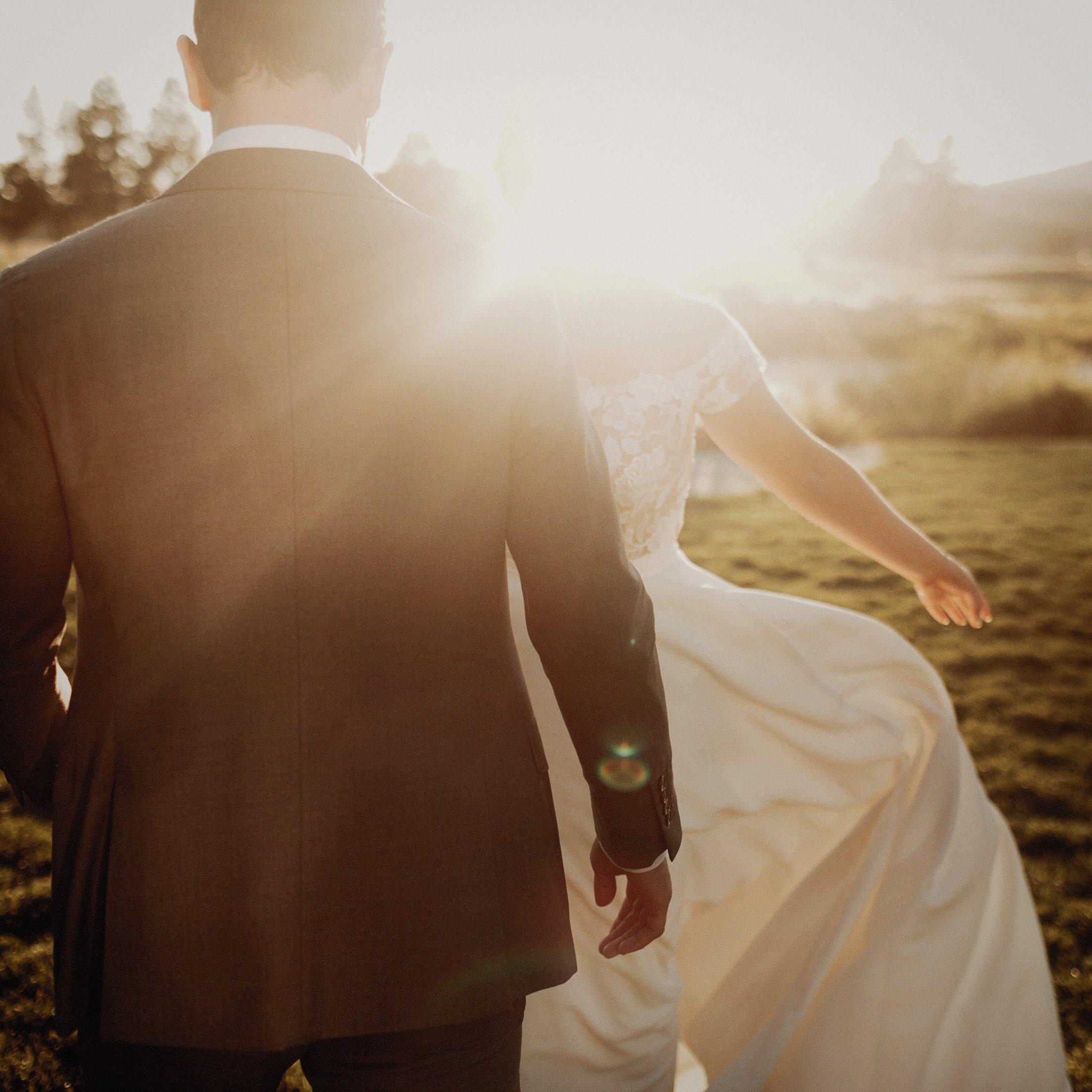 J and M Wed in Sunriver.Lauren Apel Photo964.jpg