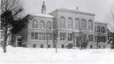Recitation_Hall_also_known_as_Administration_building_Milwaukee_campus.jpg