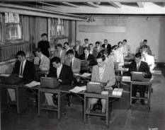 Students_in_typewriting_class_Milwaukee_campus.jpg