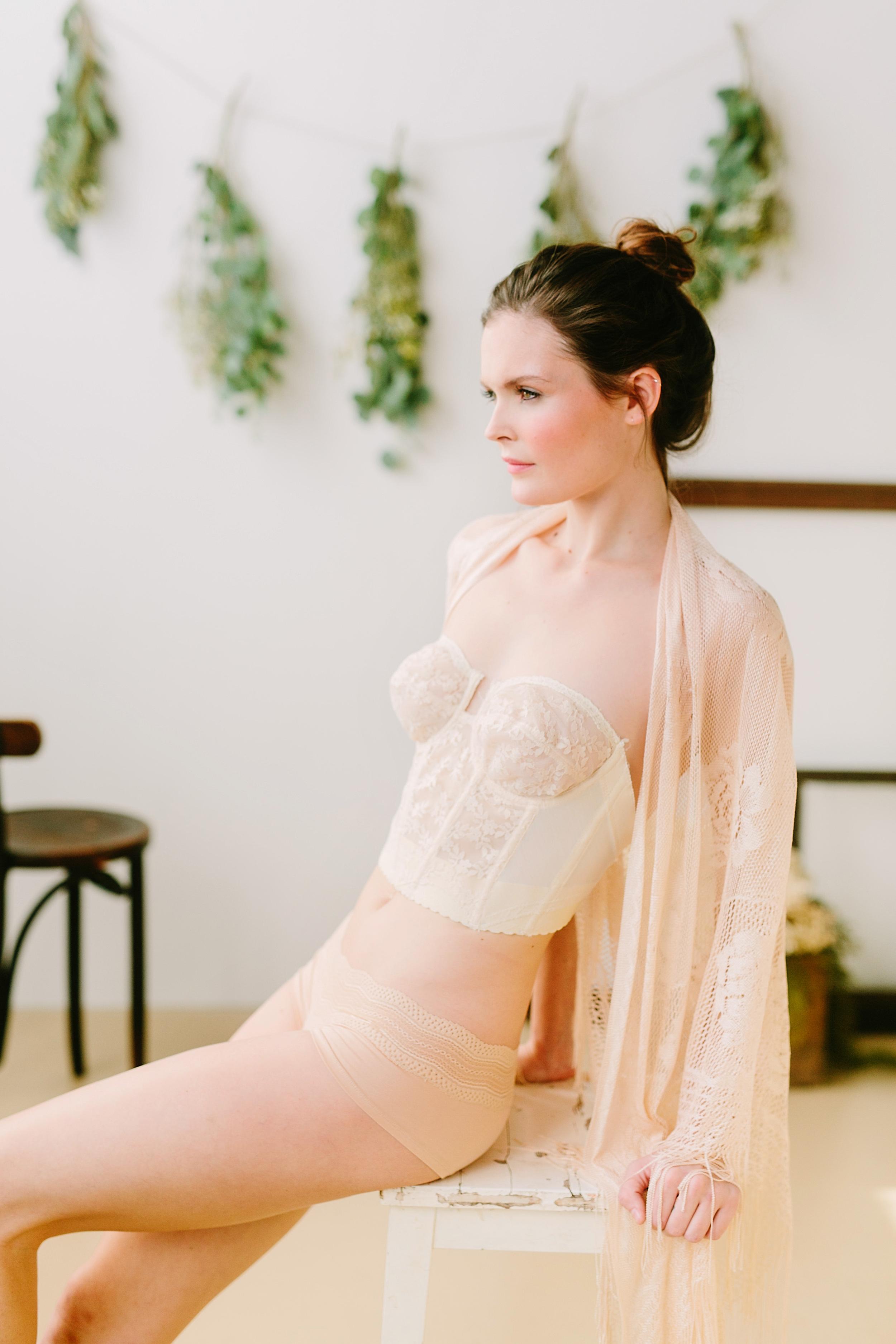 claireloveslove_millay vintage_kinfolk inspired boudoir016.jpg
