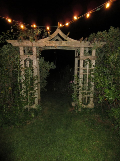 - 🌕 Night-garden CeremoniesTwinkling fairy lights softly illuminate the wide open PEI night sky. Shooting stars could arc across the velvet darkness of a rural sky for a memorable celebration of your wedding. Or, the rising full moon may provide all the illumination needed for your evening ceremony.