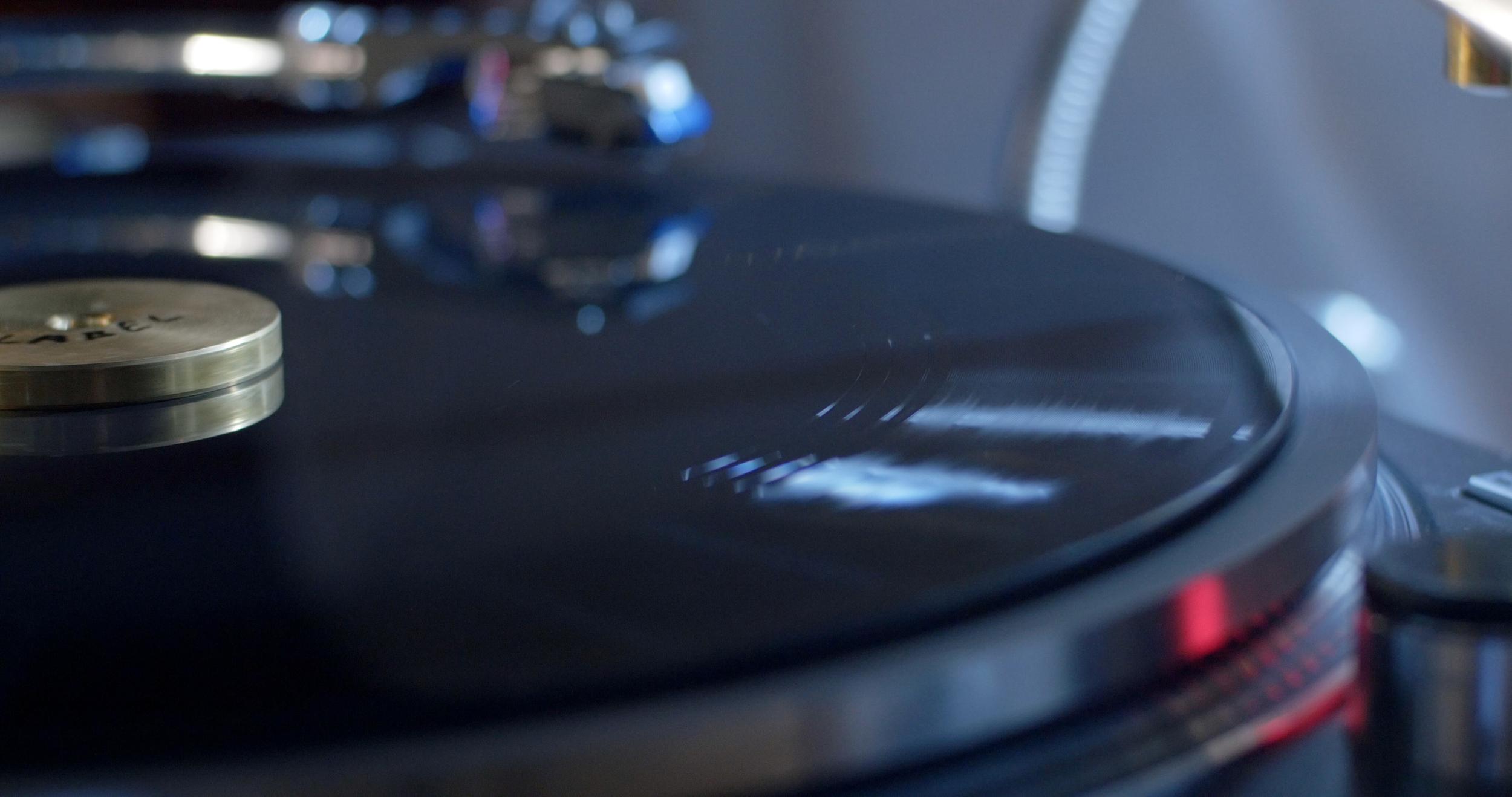 Cutting vinyl 2.jpg