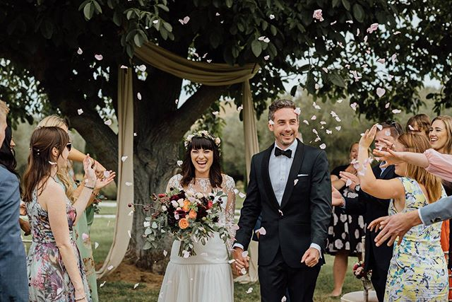 An oldie but a goodie!! A a bloody perfect example of why I'll always advocate for confetti - come on, just look at those smiles.  #confettiforthewin #ecoofcourse