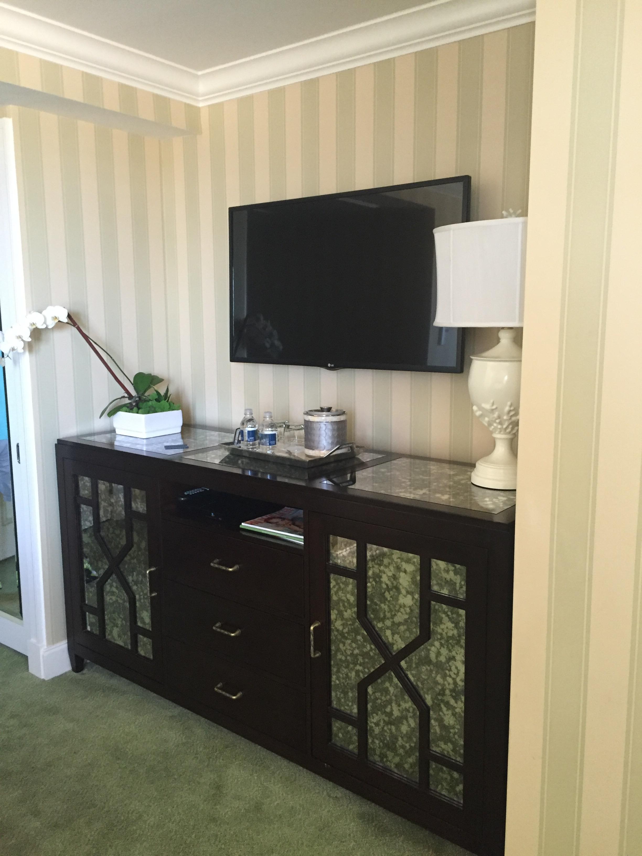 thebreakers-review-kingsize-hotel-room.jpg