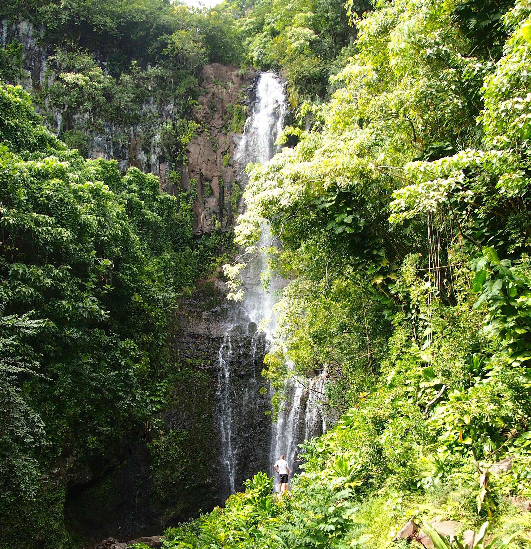 waterfall-road-to-hana-maui-vacation
