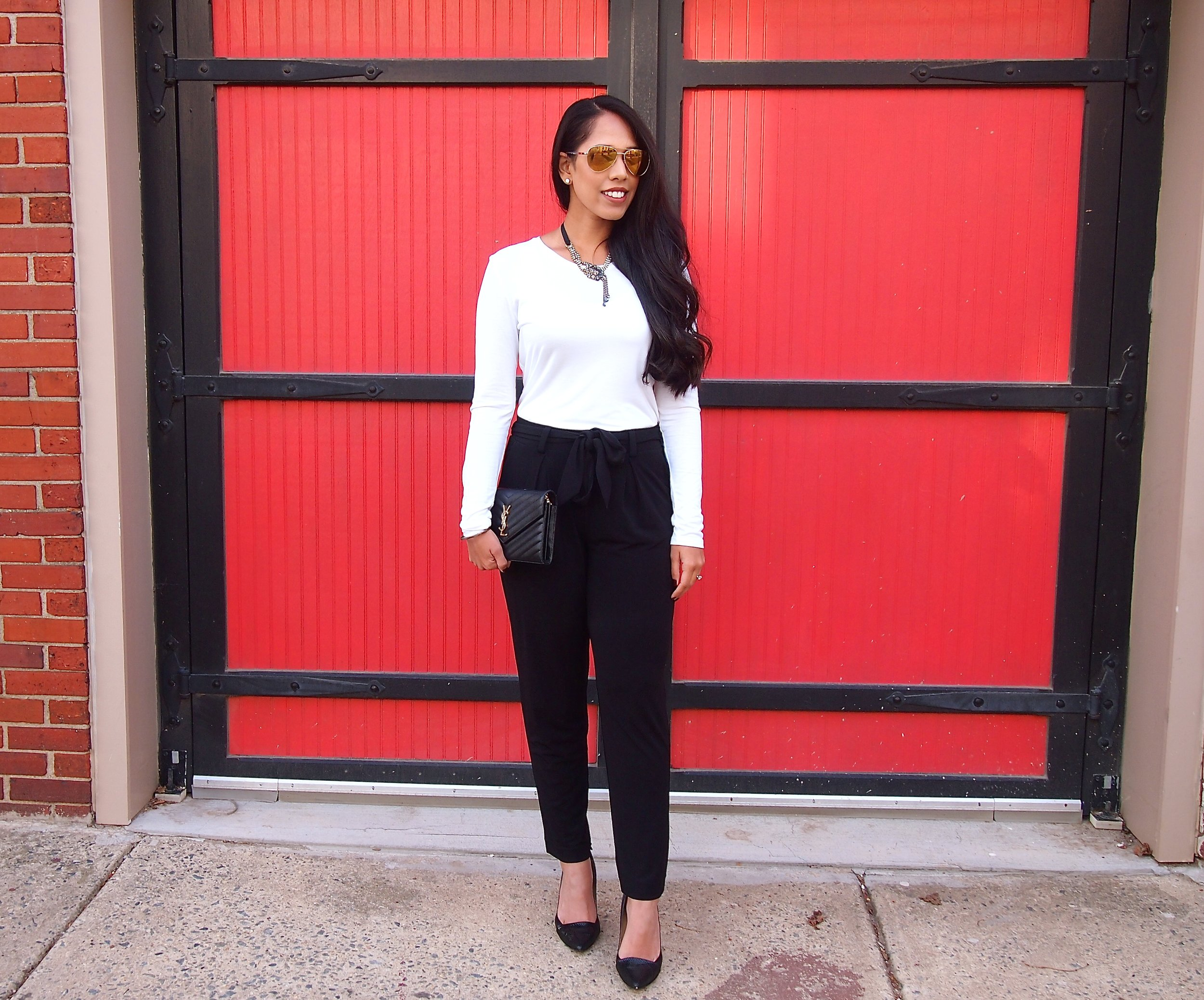 fashion-blogger-black-white-holiday-outfit-2017