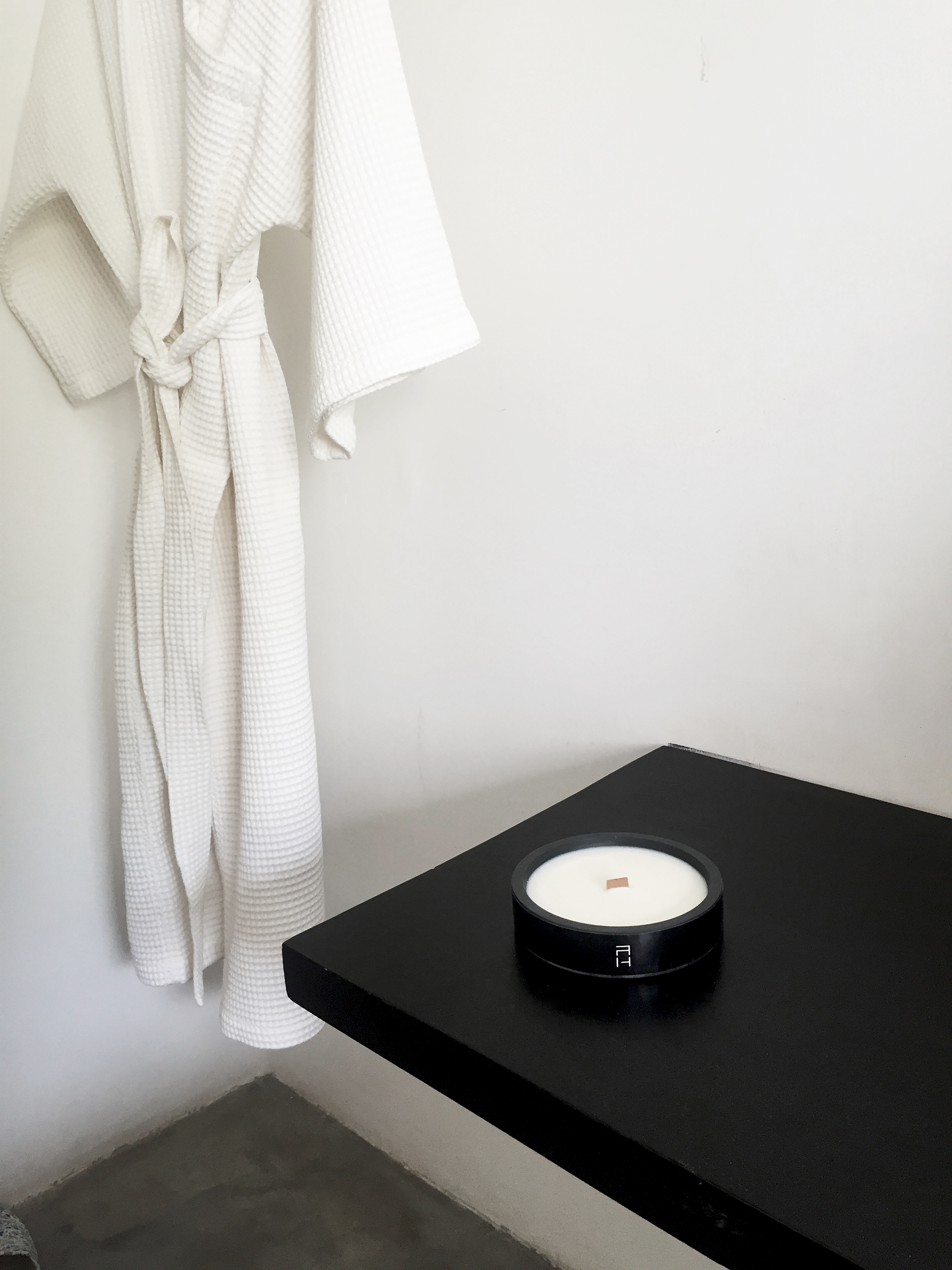 PATHBLACK-aromatherapy-luxury-soycandles-handpoured-allnatural-toxinfree-woodenwick-scented-candles-interior-design-blackcandles-minimal-spa-wellness-meditation-yoga.jpg